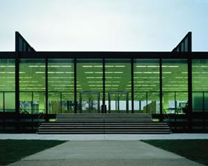 図3-3-3:イリノイ工科大学(IIT)クラウンホール