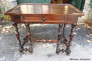 図6-1-2:ルイ13世様式の机