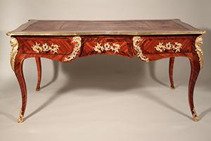 図6-1-3:ルイ15世様式の机