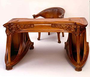 図6-1-5:アール・ヌーボーの机