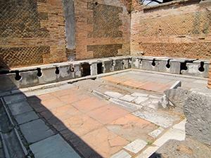 図4-3-2:ローマのトイレ