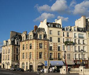 図4-7-8:ルイ13世様式の建物