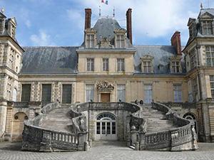 図4-8-7:Fontainebleauの階段