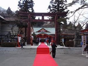 図5-4-9:神社の赤絨毯