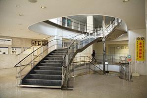 図3-4-10:旧千代田生命本社ビル階段